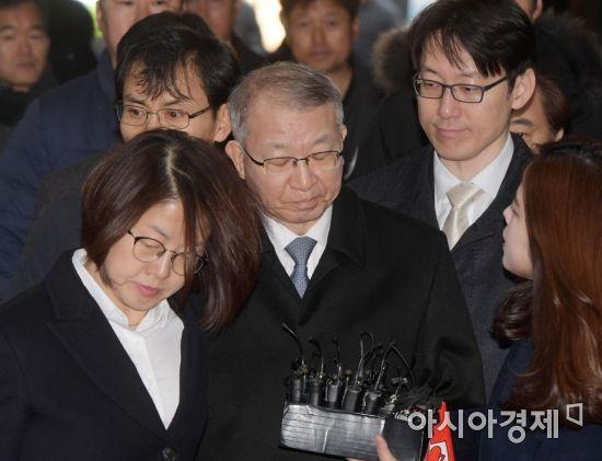 """양승태 전 대법원장 구속…""""증거인멸 우려 있어"""""""