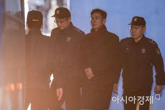 안희정 징역 3년6개월 법정구속…1심 무죄 뒤집혀(종합)