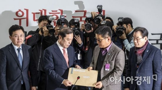 한국당 윤리위, '5·18 망언' 김진태·김순례·이종명 징계 결론 못내