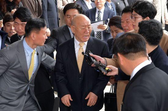 전두환 연희동 자택 압류 무효 선고 연기