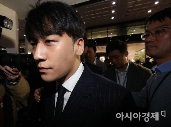 승리·정준영 카톡 속 '경찰총장'은 총경급 인사…진술 확보