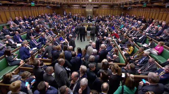 결국 브렉시트 미루기로…英의회서 정부안 210표차 가결