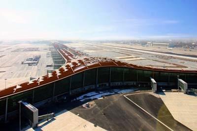 '큰 용'이란 별명을 가진 베이징서우두(首都)공항 제3터미널은 지난달 말 개장했다.