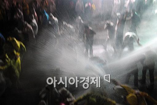 """""""물대포에 소화전 사용 안 돼"""" 서울시, 경찰 협조 요청 최초 거부"""