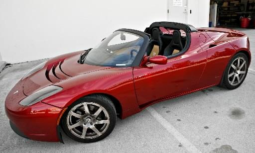테슬라 온라인 직접판매 놓고 자동차 딜러들과 샅바싸움