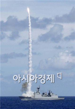 이순신함의 SM-2 미사일 발사훈련 장면.