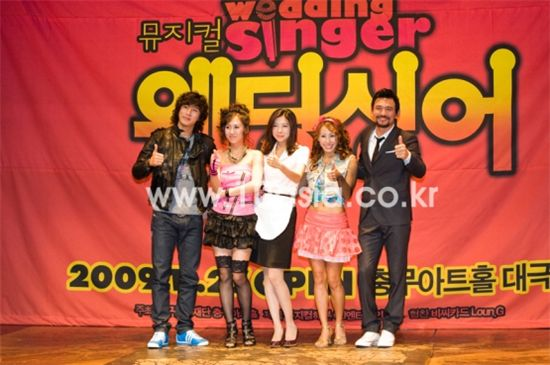 """The cast of musical """"Wedding Singer"""" at the press conference [Chae Ki-won/10Asia]"""