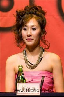 Actress Yoon Gong-joo as Holly [Chae Ki-won/10Asia]