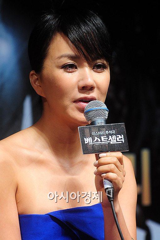 엄정화, '베스트셀러'로 춘사영화제 여우주연상 수상