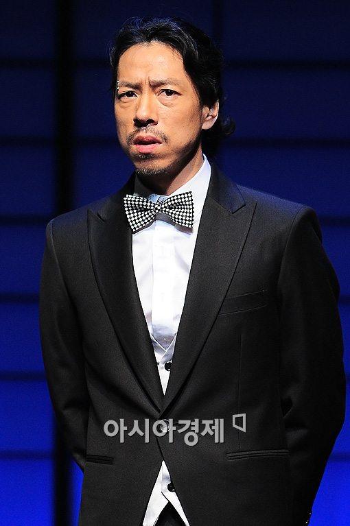 김C가 작년 아내와 이혼한 것으로 밝혀져 화제다.
