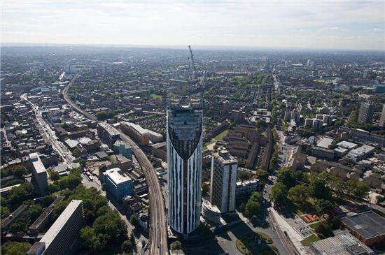 스트라타(Strata) SE1, 헤밀턴 건축사무소(BFLS, formerly Hamiltons Architects), 영국 런던 소재의 고층 주거 건물로 날카로운 곡면과 최상부의 풍력발전기로 유명하다. ⓒstratalondon.com