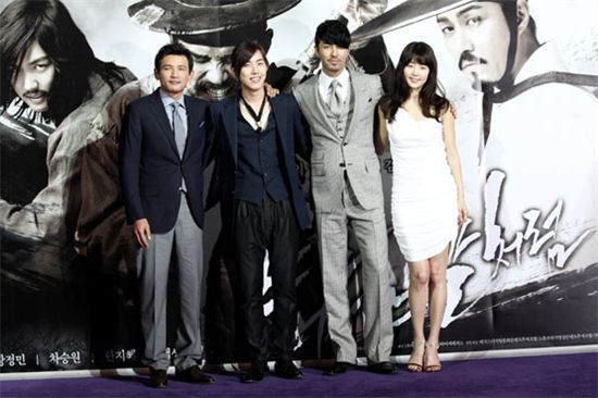 "The cast of ""Blades of Blood"" from left to right: Hwang Jung-min, Baek Sung-hyun, Cha Seung-won and Han Ji-hye [Movie Production company Haneul]"