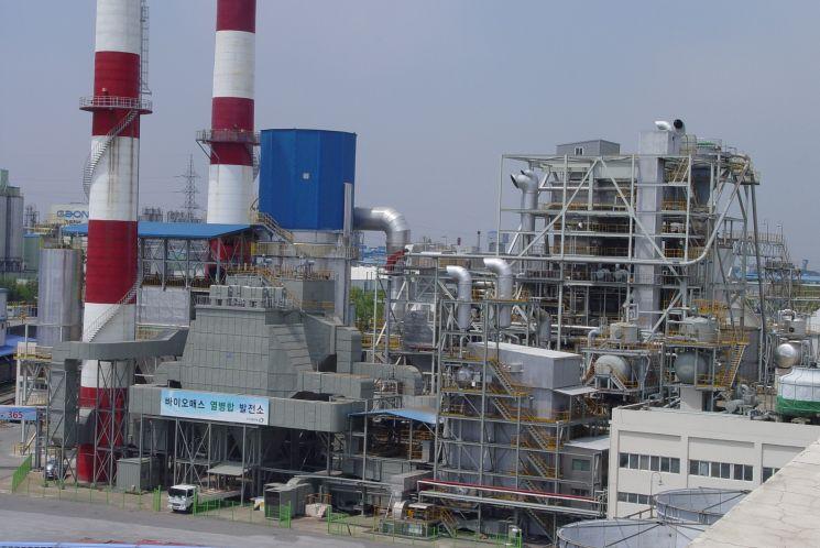 전라북도 전주시 덕진구 팔복동 소재 전주페이퍼 전주공장 내에 위치한 국내 최초 혼소 바이오매스(Biomass) 열병합발전소 전경.