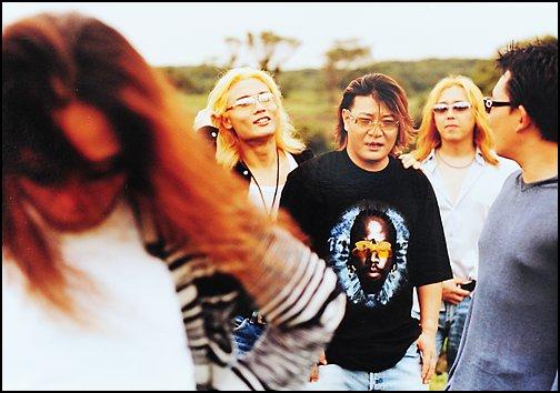 2002년 발매된 부활 여덟 번째 앨범에 실린 단체 사진(왼쪽부터 김태원, 서재혁, 채제민, 엄수한, 이승철)