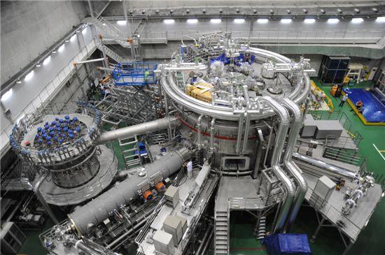 ▲초전도핵융합장치(KSTAR)