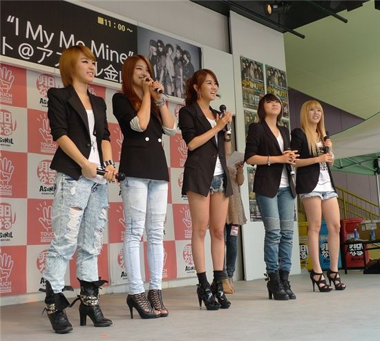 Korean girl band 4minute onstage during their promotion tour in Japan on July 31 and August 1, 2010. [Cube Entertainment]