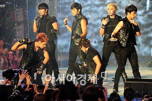 日진출 2PM, DVD로 벌써 1위 '짐승남' 매력 '열도강타'