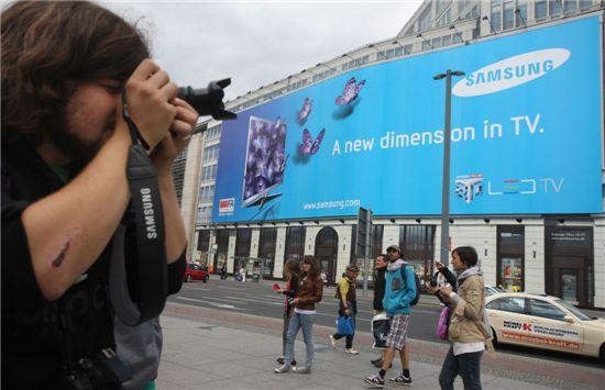 베를린 유명명소인 포츠담 광장의 삼성3DTV 옥외광고