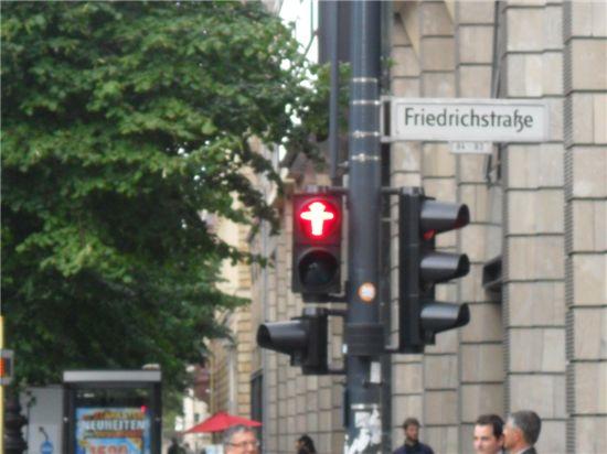 [블로그]통독에 흐르는 옛 동독의 영혼