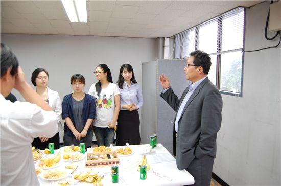 ▲최양하 회장이 40주년 기념식에서 기념사를 하고 있다.