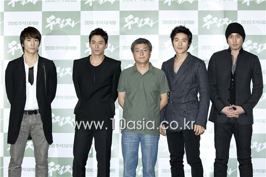 "From left, actors Song Seung-heon, Joo Jin-mo, director Song Hae-sung, actors Kim Kang-woo and Jo Han-sun pose during a photocall of a screening for film ""The Invincible"" held at a CJ CGV theater in Seoul, South Korea on September 8, 2010. [Lee Jin-hyuk/10Asia]"