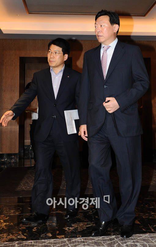 [포토] 전경련 회장단 회의 참석하는 신동빈 롯데 부회장