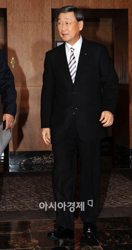 [포토] 전경련 회의 참석하는 박용현 두산회장
