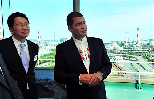 (왼쪽부터) 최창원 SK건설 부회장, 라파엘 코레아 에콰도르 대통령