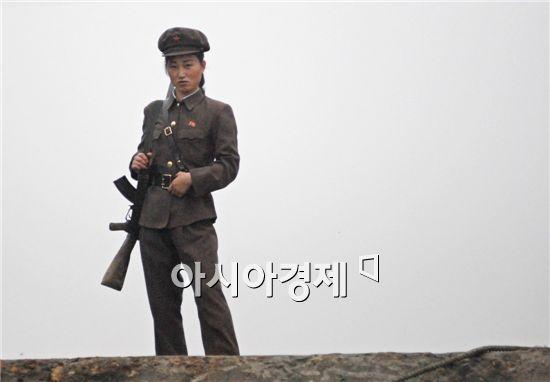 남한 여성장교 상대할 북한의 여성장교는