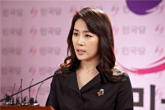 '해결사' 문정희, 명품 카리스마로 완벽 변신 '성공'