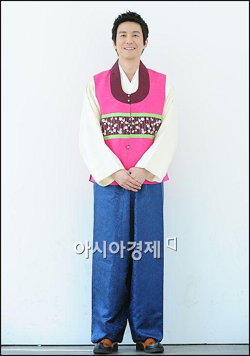 [한복포토]최원영 '한복도 잘 어울리죠?'