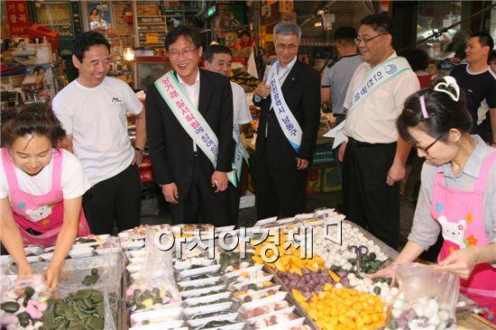 배진교 인천남동구청장(사진 왼쪽에서 세번째)