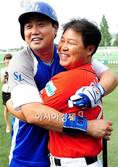 [포토]양준혁 '은퇴경기 코치님과 함께 행복해요'