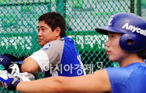[포토]오정복, '양준혁 선배님과 같은시선'