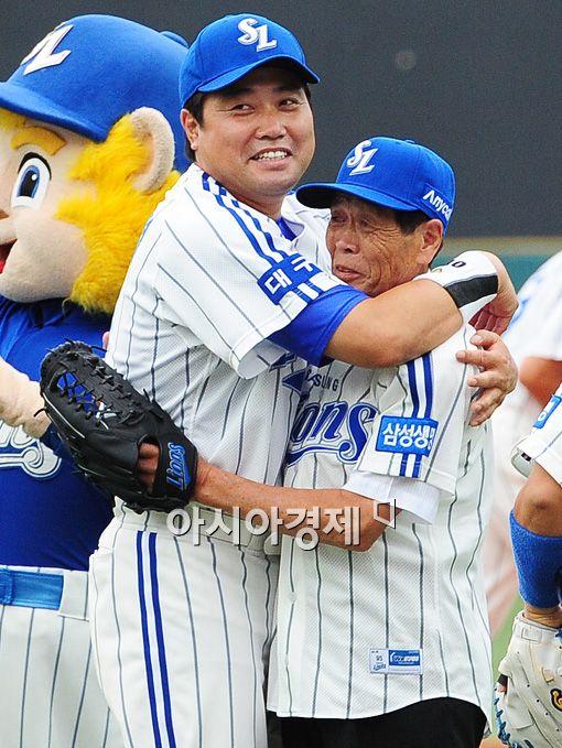 [포토]양준혁 '야구 시켜주셔서 감사해요'