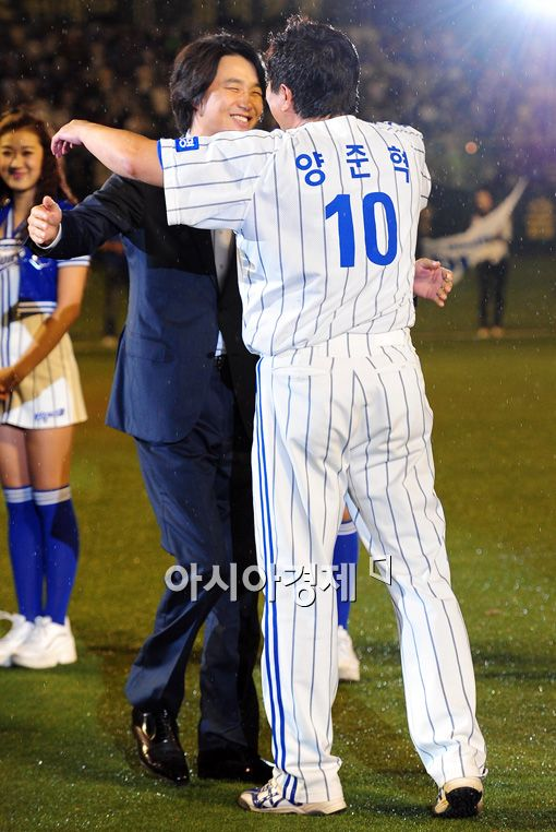 [포토]김태욱 '친구야 고생 많았다'