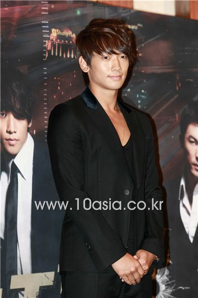 "Korean singer and actor Rain poses during a photocall of a press conference for upcoming KBS TV series ""Fugitive Plan B"" held at the Lotte Hotel in Seoul, South Korea on September 27, 2010. [Lee Jin-hyuk/10Asia]"