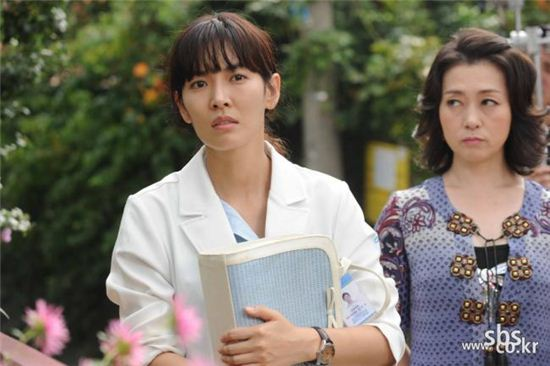 """A scene from SBS TV series """"Doctor Champ"""" [SBS]"""