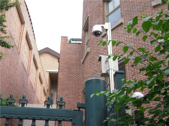 명지초등학교 후문에 설치된 CCTV