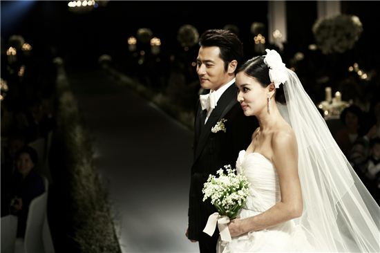 Jang Dong-gun and Ko So-young on their wedding on May 2, 2010. [AM Entertainment]
