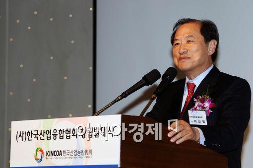 [포토]인사말하는 이상철 초대 회장