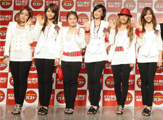 Girl group T-ara [Core Contents Media]