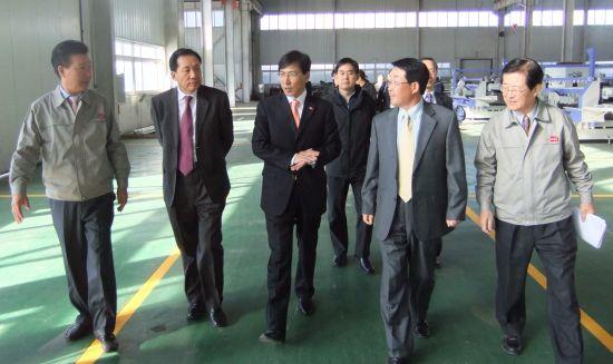 중국 방문중인 안희정 충남도지사가 2일 중국 허베이성에 있는 충남 진출기업 '동일정공'을 찾았다.
