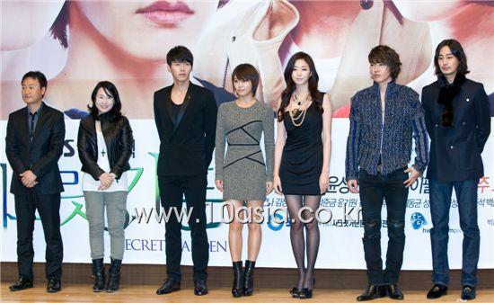 "From left, producer Shin Woo-chul, scenarist Kim Eun-sook, actor Hyun Bin, actress Ha Ji-won, actress Kim Sa-rang, actor Yoon Sang-hyun and actor Lee Philip pose during a photocall of a press conference for SBS TV series ""Secret Garden"" held at the broadcaster's headquarters in Seoul, South Korea on November 10, 2010. [Chae Ki-won/10Asia]"