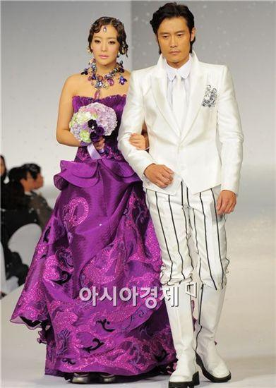 Kim Hee-sun and Lee Byung-hun [Han Youn-jong/Asia Economic Daily]