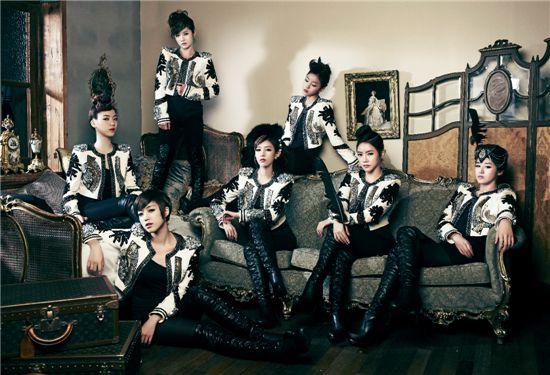 Korean girl group T-ara [Core Contents Media]