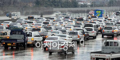[포토]눈길 고속도로는 극심한 정체중!