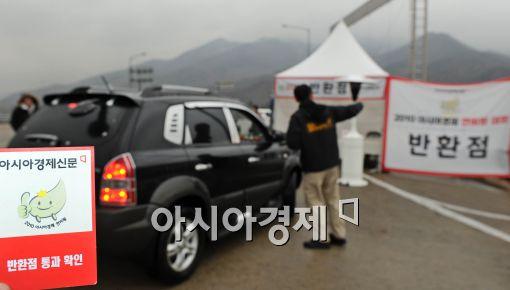[포토]반환점 통과하는 선두권 차량들