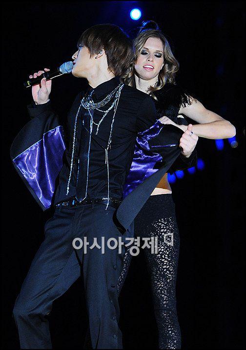 [포토]JYJ 재중 '내 옷은 여자가 벗겨주지'