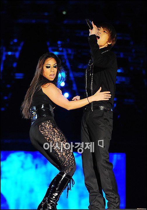 [포토]JYJ 재중 '외국여자와 섹시댄스'